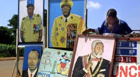 A Bangui, des portraits de personnalités centrafricaines, dont Bokassa. AFP/Désirey Minkoh