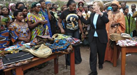 La secrétaire d'Etat Hillary Clinton en visite à Goma en août 2009. REUTERS/Roberto Schmidt