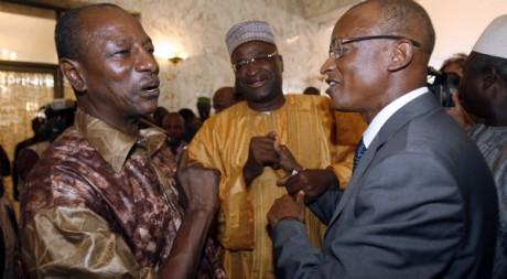 Alpha Condé et Cellou Dalein Diallo la veille du premier tour de la présidentielle en 2010. REUTERS/Luc Gnago