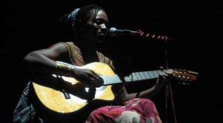 Kareyce Fotso en concert, mai 2011 © Sarah Sakoh, tous droits réservés.