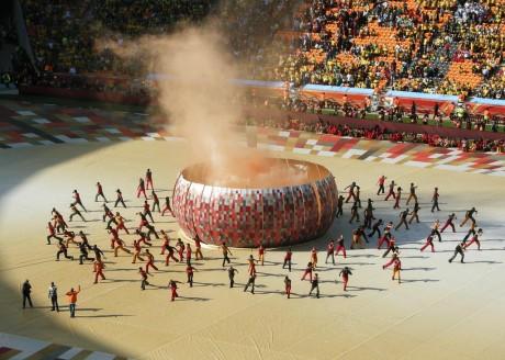 La cérémonie d'ouverture au stade Soccer city à Johannesburg le 10 juin 2010  by Dundas Football Club via Flickr CC