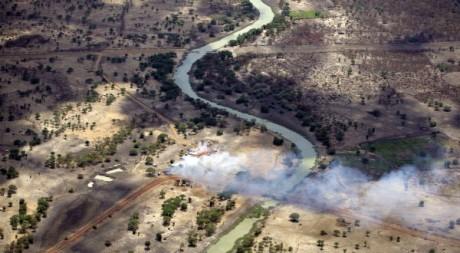 Vue aérienne de villages incendiés près d'Abyei, Soudan, mai 2011. REUTERS/Ho New