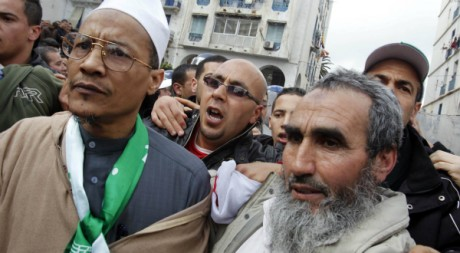 Ali Belhadj, un des deux leaders de l'ex-FIS, lors d'une manifestation à Alger, le 12 février 2011. REUTERS/Louafi Larbi