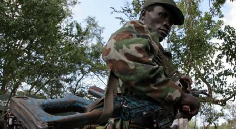 Un soldat de l'Armée de résistance du Seigneur, le 12 novembre 2006, à Ri-Kwamba, Sud-Soudan. AFP PHOTO / STUART PRICE