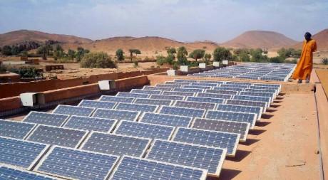 Des panneaux photovoltaïques en Algérie by Magharebia  via Flickr CC
