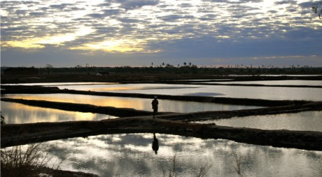 At the crossing (Mozambique), by F H Mira via Flickr CC