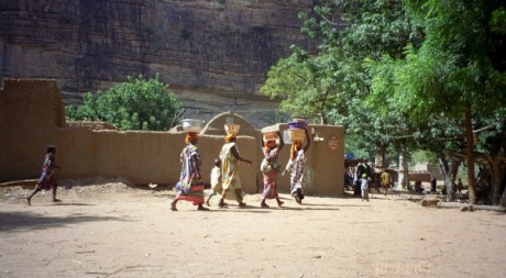 Kani-Kombole women, by upyernoz via Flickr CC