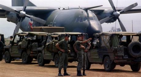 Des soldats français de l'Opération Turquoise à l'aéroport de Bukavu. Août 1994 © REUTERS/Jean-Paul Pelissier