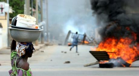 Manifestations deux jours après de la réélection de Faure Gnassingbé, à Lomé, Togo, le 26 avril 2005. REUTERS/Finbarr O'Reilly