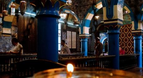 L'intérieur de la Ghriba, la synagogue située sur l'île de Djerba dans le Sud tunisien en mai 2011. REUTERS/Anis Mili