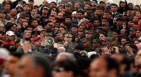 Au centre, le chef d'état-major de l'armée, Rachid Ammar, le 24 janvier 2011 à Tunis by Loukilak via Flickr