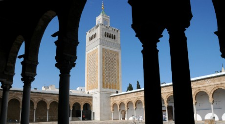 Minaret de la mosquée Ezzitouna au centre de la médina de Tunis, by Tab59 via Flickr CC