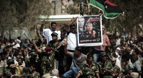 Des rebelles à l'enterrement d'Abdel Fattah Younès, le 29 juillet 2011, à Benghazi. AFP PHOTO/GIANLUIGI