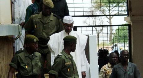 Hissène Habré quittant le palais de Justice de Dakar, novembre 2005 ©  REUTERS/STR New