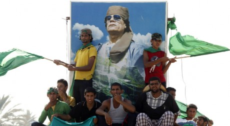 Des militants pro-Kadhafi, le 15 juillet 2011 à Zlitan, en Libye. REUTERS/Louafi Larbi
