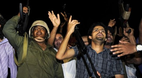 Des fidèles de Kadhafi le 23 août à Tripoli Paul Hackett / Reuters