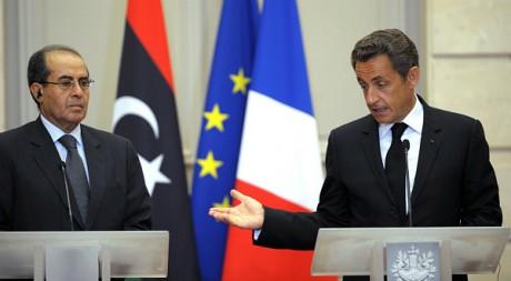 Le Premier ministre du CNT, Mahmoud Jibril et Nicolas Sarkozy en conférence à Paris le 24 août 2011. REUTERS/Philippe Wojazer