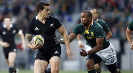 Les All Blacks (Nouvelle-Zélande) contre les Springboks (Afrique du Sud), le 20 août 2011. REUTERS/Rogan Ward