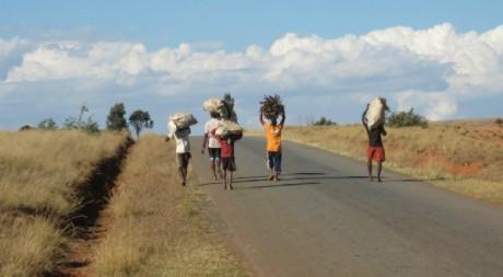 Local people, 12 août 2011, Madagascar by NH53 via Flickr CC