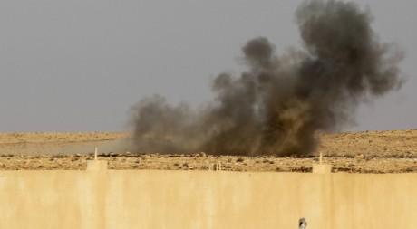 Explosion d'une bombe à Bani Walid, 18 septembre 2011. © REUTERS/Zohra Bensemra