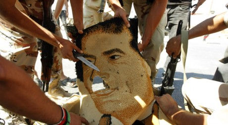 Des combattants du CNT à Bani Walid, le 17 septembre 2011. REUTERS/Zohra Bensemra