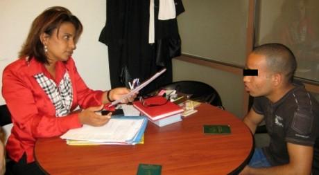 Issam, 17 ans, vient demander conseil à maître Maktouf © Célia Lebur, tous droits réservés