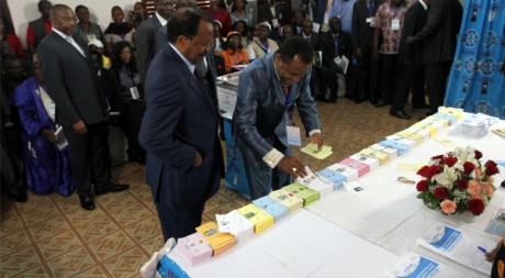 Paul Biya le jour de l'élection du 9 octobre (2011) REUTERS/Akintunde Akinleye