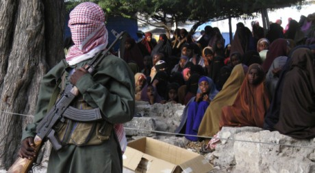 Un garde de la milice Shebab à Bula Marer, Somalie. REUTERS/Ismail Taxta