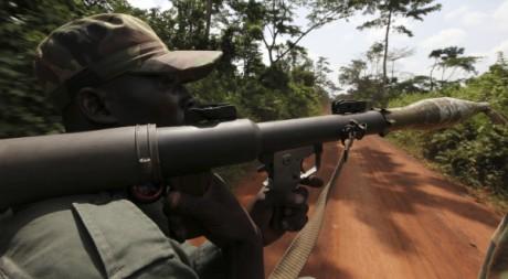 Un soldat pro Ouattara dans l'ouest de la Côte d'Ivoire, le 19 mai 2011. REUTERS/Luc Gnago