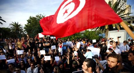 Une manifestation contre le parti islamiste Ennahda, à Tunis, le 28 octobre 2011. REUTERS/Zohra Bensemra