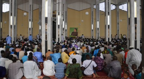 Prière pour Kadhafi à la Grande Mosquée de Bamako, 28 octobre 2011 © Fabien Offner