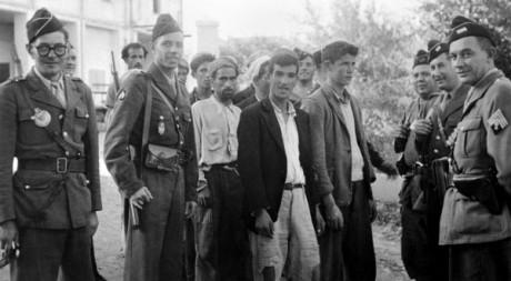 Arrestation d'Algériens dans les Aurès le 3 novembre 1954. AFP
