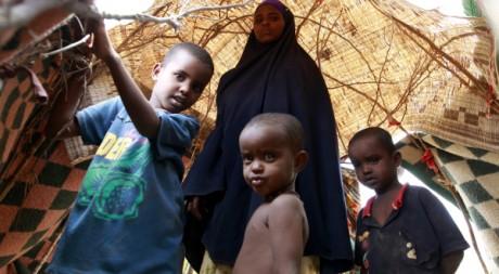 Une famille dans un camps de réfugiés en Somalie. Reuters/ Thomas Mukoya