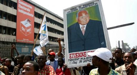 Manifestation de soutien à Tshisekedi, le dirigeant du parti d'opposition, l'UDPS. Kinshasa, 2006.REUTERS/David Lewis.