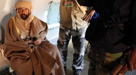 Seif al Islam dans un avion à Zintan, sud de la Libye. REUTERS/ Ismail Zetouni