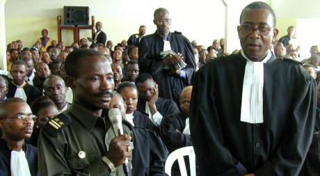 Le colonel Edddy Kapend devant un tribunal militaire à Kinshasa, 15 janvier 2001. REUTERS/Finbarr O'Reilly