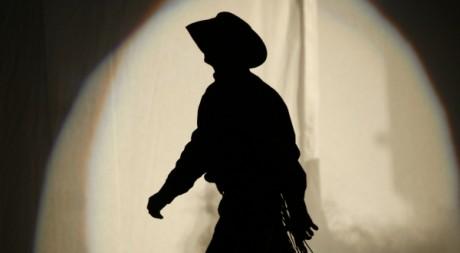 Un cowboy lors d'une compétition de rodéo à New-York le 9 janvier 2010.  Reuters/Mike Segar