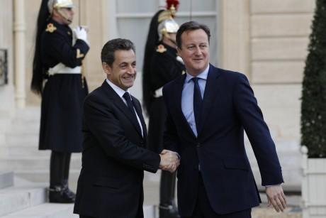 Nicolas Sarkozy et David Cameron à Paris, le 2 décembre 2011.