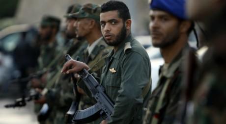 Des soldats célèbrent la libération du peuple libyen le 2 décembre 2011.  Reuters/Mohammed Salem