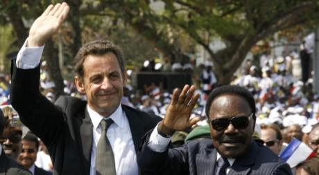 Nicolas Sarkozy et Omar Bongo le 27 juillet 2007 à Libreville. REUTERS/ Pascal Rossignol