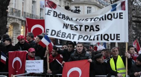 Manifestation de protestation de Franco-Turcs à Paris, le 22 décembre 2011. © Charles Platiau / Reuters