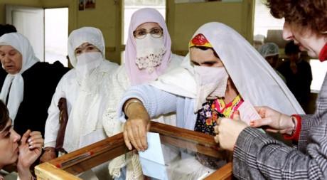 Alger, Elections législatives, le 26 décembre 1991. AFR/ ANDRE DURAND ABDELHAK SENNA