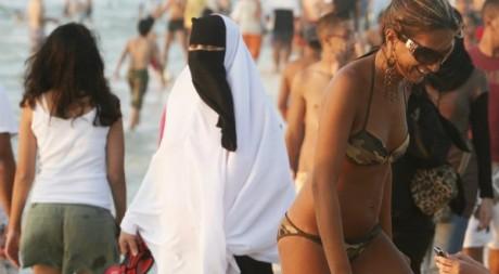 Une plage d'Alexandrie, en Egypte, le 7 août 2009. Reuters/Asmaa Waguih