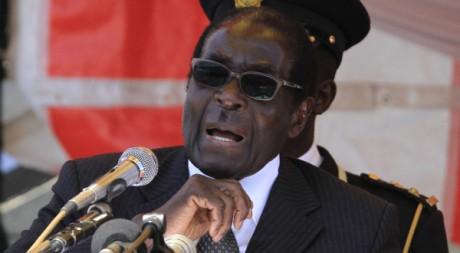 Le président Robert Mugabe, le 20 août 2011. REUTERS/ Philimon Bulawayo