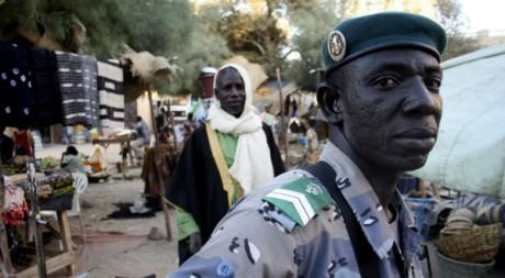 Un soldat malien au marché de Tombouctou, décembre 2009. © REUTERS/Reuters Staff