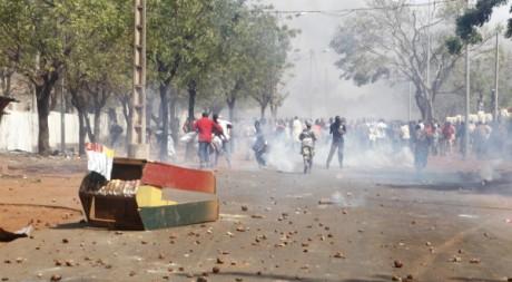 Des partisans des soldats qui combattent les Touareg manifestent à Bamako, le 2 février 2012. AFP PHOTO / STRINGER