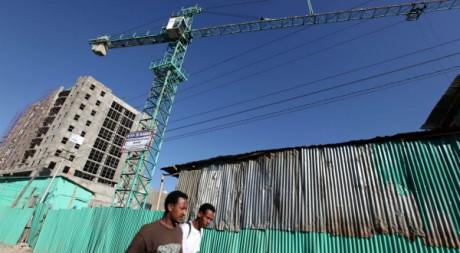 Un chantier de construction à Addis-Abeba, janvier 2010. REUTERS/Thomas Mukoya