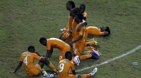 La sélection ivoirienne lors de la séance de tirs au but de la finale de la CAN.REUTERS/Amr Dalsh