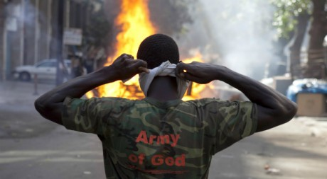 Affrontements entre manifestants et forces de police à Dakar le 19 février 2012. Reuters/ Joe Penney