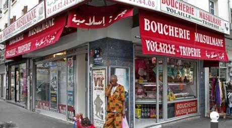 Une boucherie halal à Paris en août 2010. REUTERS/Jacky Naegelen